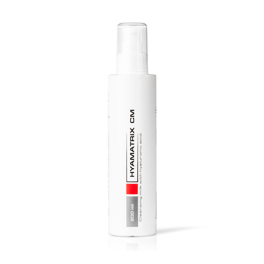 Face cleansing milk with hyaluronic acid